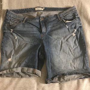 Bermuda lightly destructed jean short